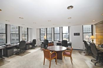 New York Office Space - Accommodating Commons Area